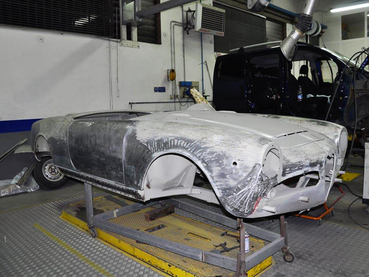 Restauro auto d 39 epoca carrozzeria ferrari sascarrozzeria for D and a motors